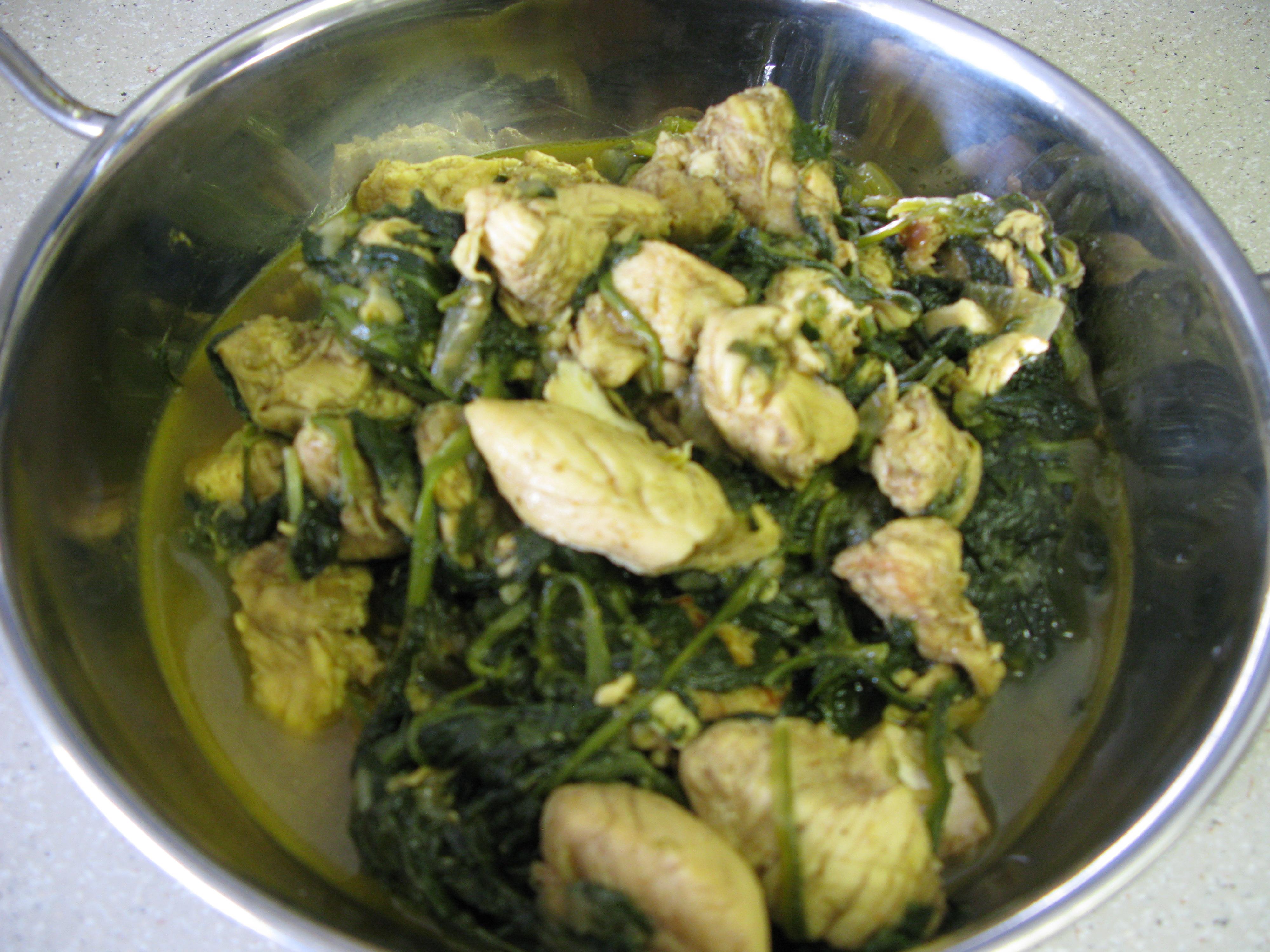 Chicken & Spinach Curry | DeshiGrub.com